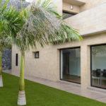 Empresa de Aluminio en Tenerife ventanales jardín para conseguir un 100% de iluminación